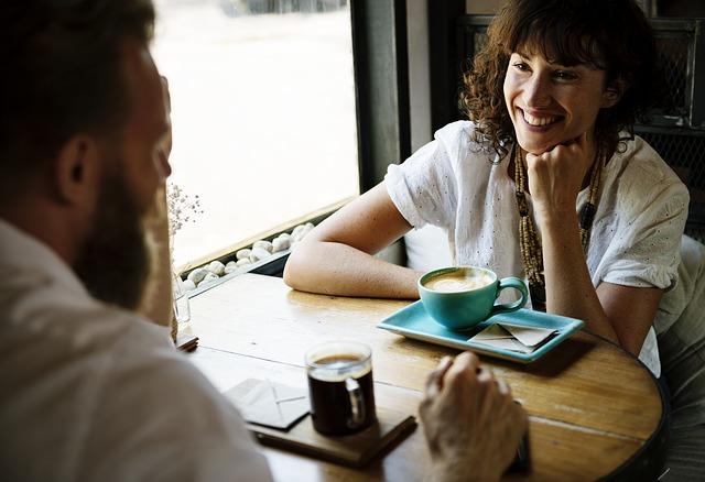 sezení v kavárně