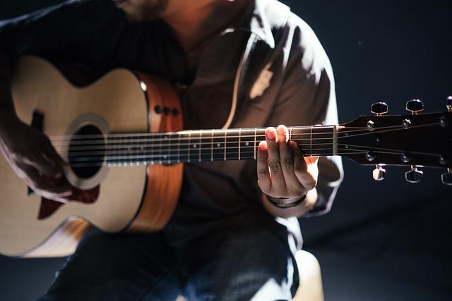 hráč na kytaru