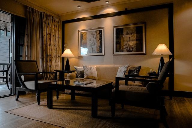 místnost s decentním osvětlením, závěsy.jpg